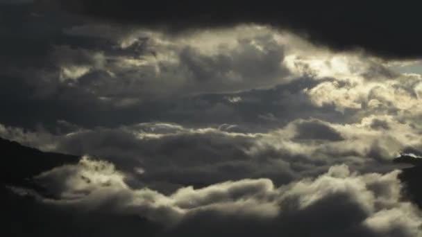 hory, sopky, mraky
