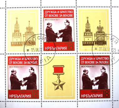 BULGARIA - CIRCA 1977: A stamp printed in Bulgaria shows Leonid Brezhnev and Todor Zhivkov, circa 1977