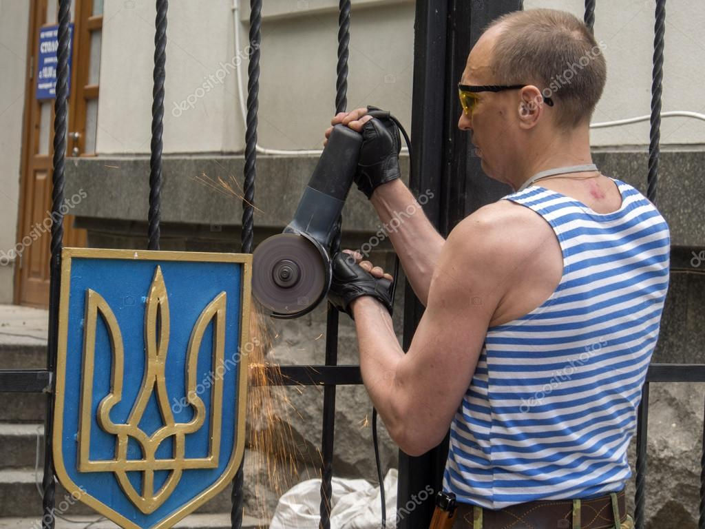 Pro-russian insurgents removed Ukranian coat of arms – Stock