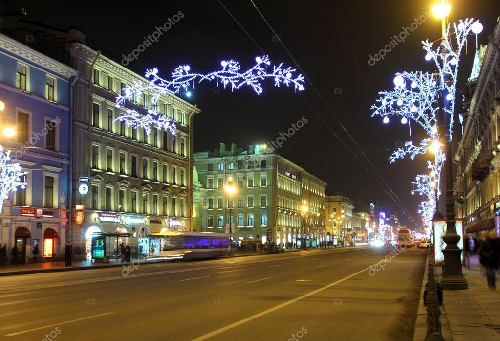 Nevski à Saint-Pétersbourg dans la nuit de Noël — Photo #37319995