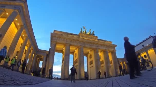 Brandenburger Tor in Berlin (Zeitraffer))