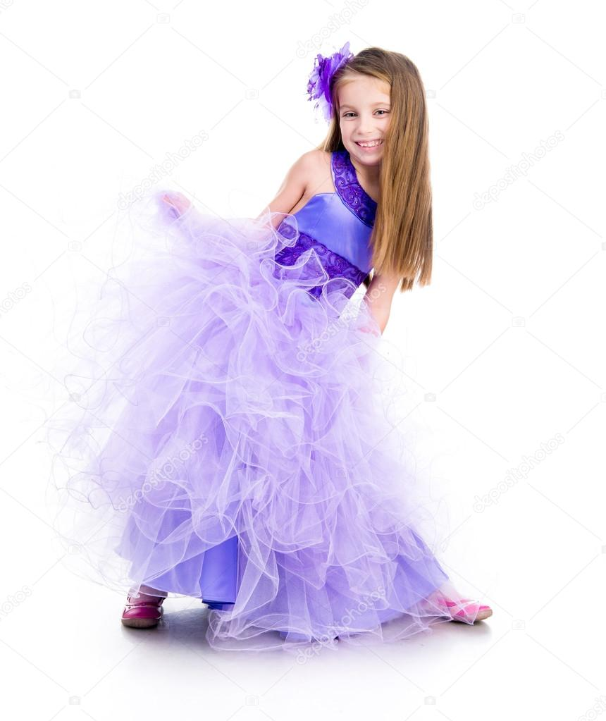 37b814ead098 malá holčička v krásné fialové šaty — Stock Fotografie © tan4ikk ...