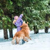 Fényképek Kis lány kutyájával