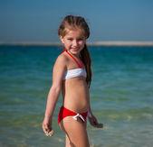 Fotografie šťastná holčička na pláži