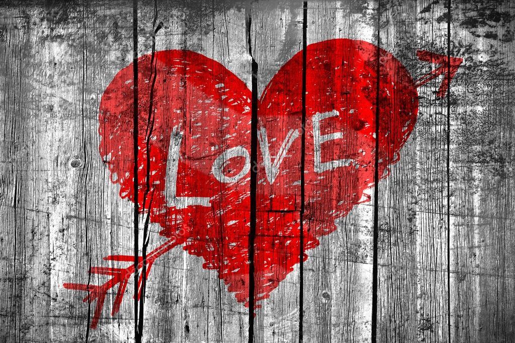 dessin d 39 un coeur avec le mot amour sur le mur en bois grunge photographie dink101 44282599. Black Bedroom Furniture Sets. Home Design Ideas