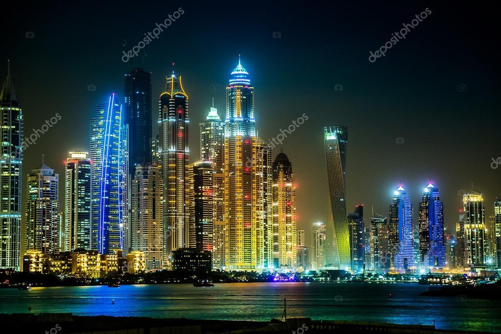 paysage de dubai marina mirats arabes unis photo ditoriale bloodua 19128615. Black Bedroom Furniture Sets. Home Design Ideas