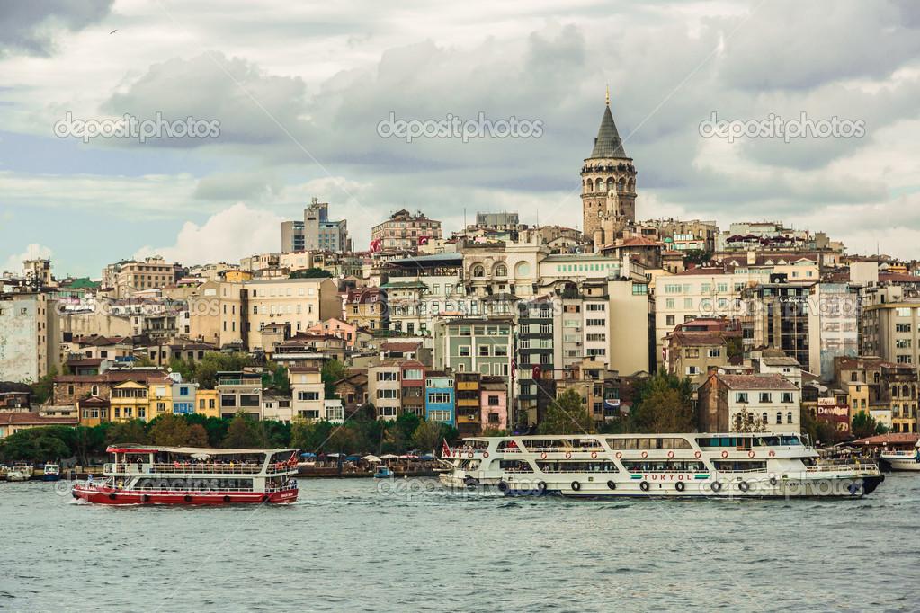 urbain avec la tour de galata sur la corne d\'or à istanbul ...