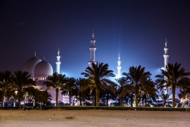Sheikh Zayed Mosque at night. Abu Dhabi, United Arab Emirates