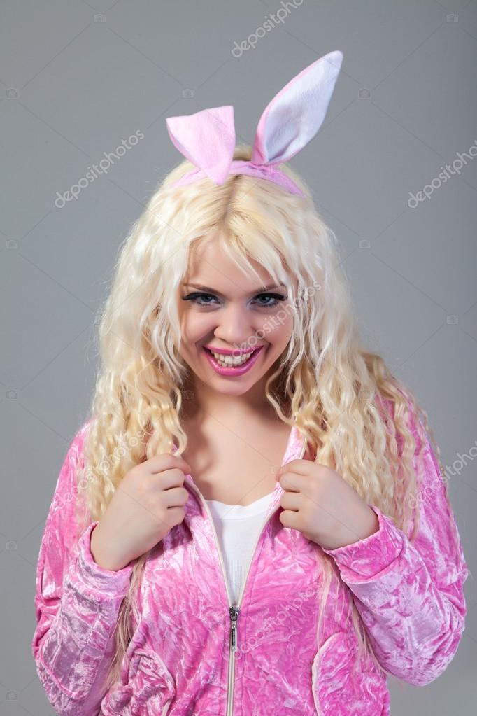 22b83116f mulher vestindo uma fantasia de coelho rosa — Fotografias de Stock ...