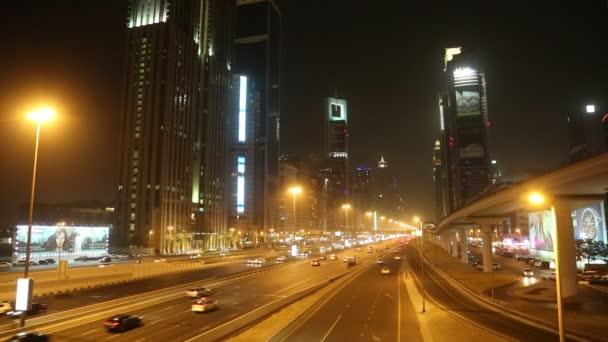 pohled na sheikh zayed road mrakodrapů v Dubaji