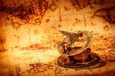 Fotografia bussola depoca si trova una mappa del mondo antico