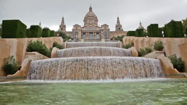 fontána na placa de espanya, před Národním muzeem v Barceloně, Španělsko