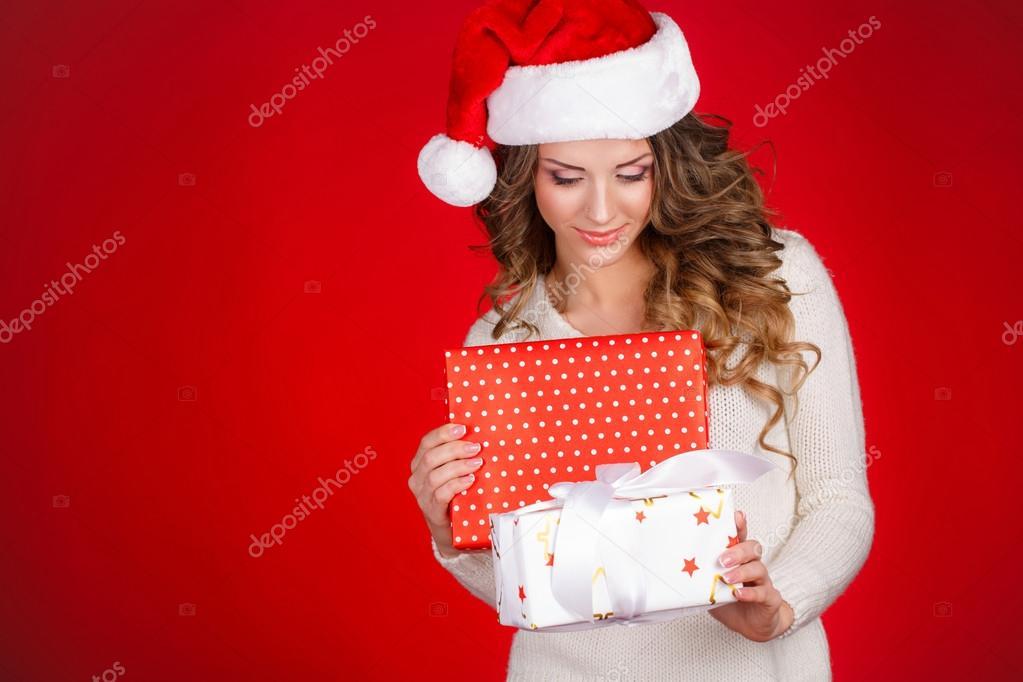 Regali Di Babbo Natale.Santa Ragazza In Possesso Di Regalo Di Natale Giovane Donna Felice In Cappello Di Babbo Natale