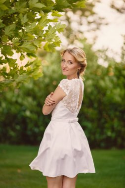 Gorgeous young bride in the Park of colors