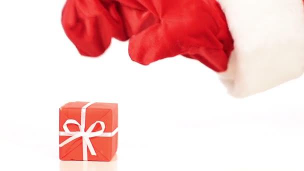 Santa ruka je dávat dárek