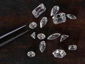 Fotografie pinzety a diamanty