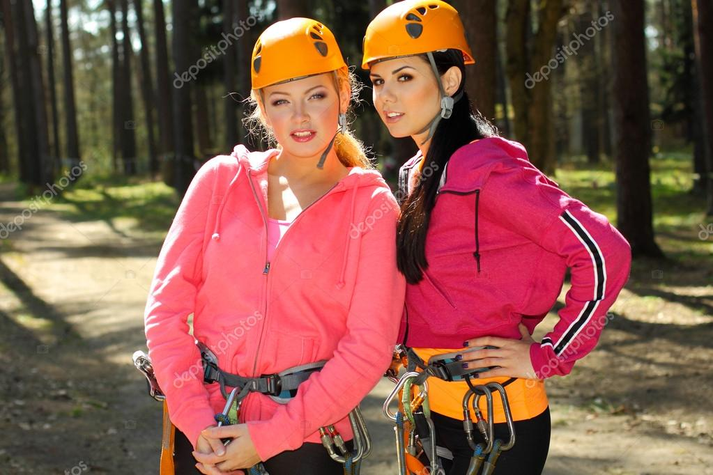 Kletterausrüstung Baum : Mädchen in kletterausrüstung u2014 stockfoto © rumisphoto #49571821