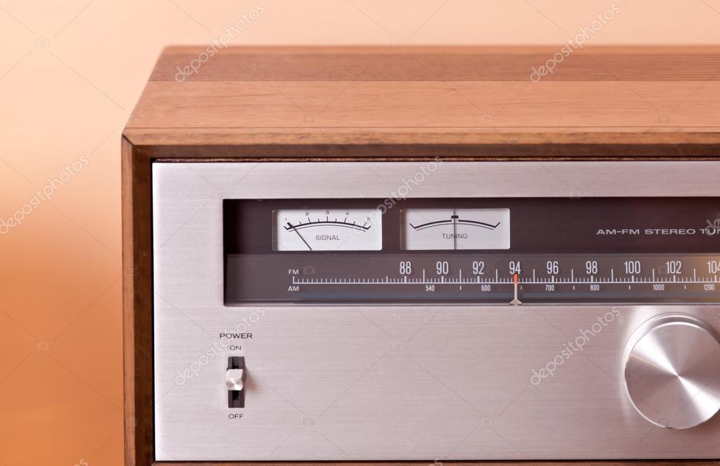 Vintage Stereo Stereo Tuner In Houten Kast Stockfoto