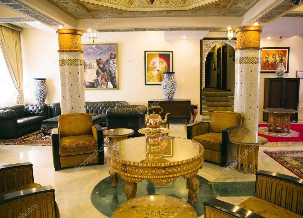 https://st.depositphotos.com/1000800/3905/i/950/depositphotos_39052509-stockafbeelding-traditie-arabische-lobby-interieur.jpg