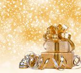 Dárková krabička ve zlatě balicí papír na krásné abstraktní poz
