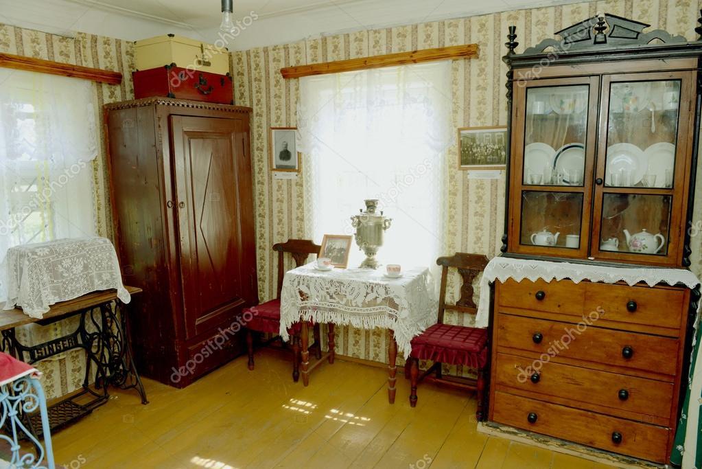 intérieur de maison ancienne russe — Photo éditoriale © Alenmax ...