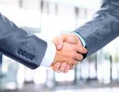 Fotografie closeup obchodní ruku třepe mezi kolegy