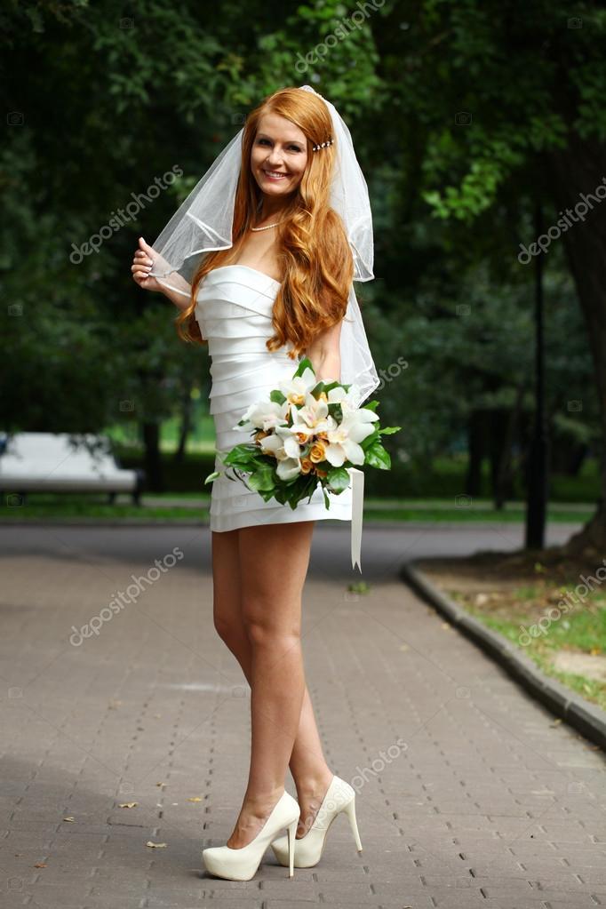 Schone Rote Haare Braut Hochzeit Kleid Stockfoto C Arkusha 30633019