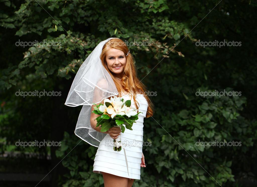 Schone Rote Haare Braut Hochzeit Kleid Stockfoto C Arkusha 30633211