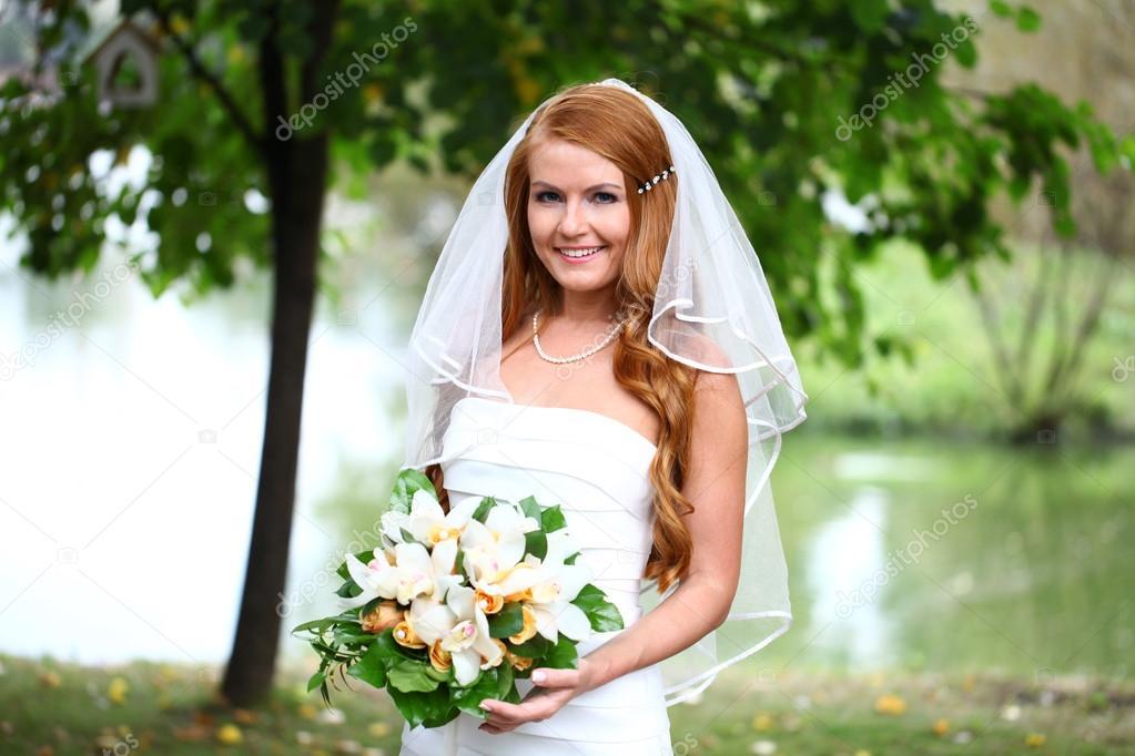 Schone Rote Haare Braut Hochzeit Kleid Stockfoto C Arkusha 30633307