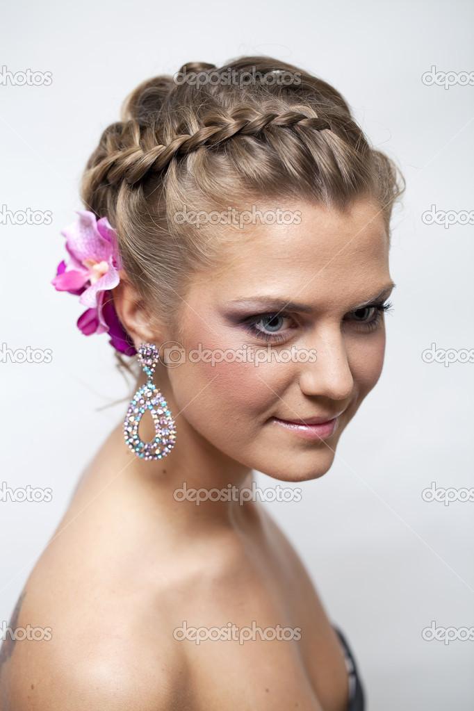 646a514b0792c1 красива наречена з мода весільні зачіски — Стокове фото — білий ...