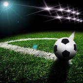 Fotografia pallone da calcio sul campo