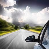 Fotografie auto na silnici