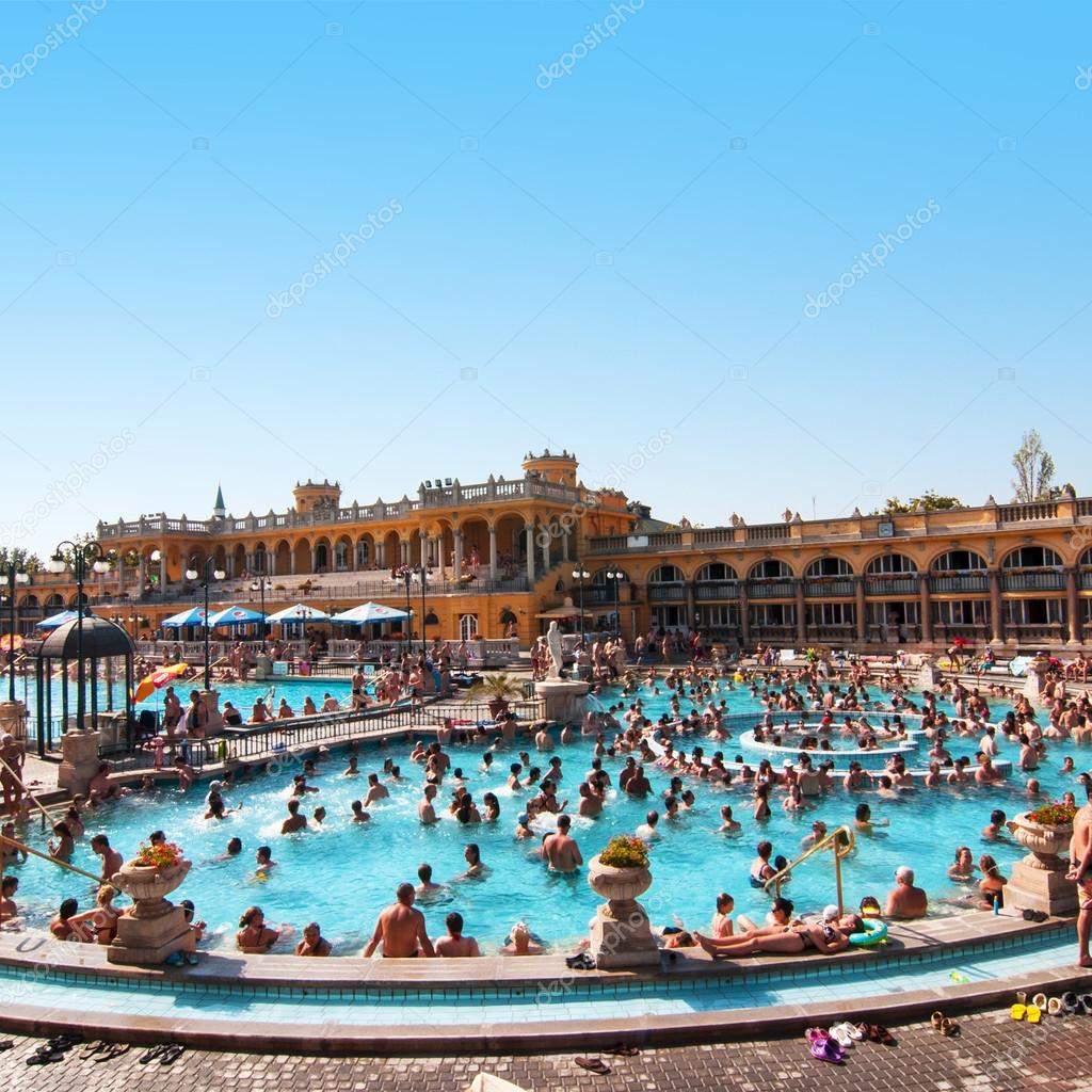 bagni termali Szechenyi — Foto Editoriale Stock © nanka-photo ...