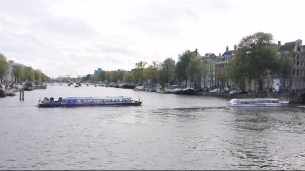 Kanál Herengracht v Amsterdamu