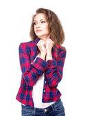atraktivní mladá žena v kostkované košili