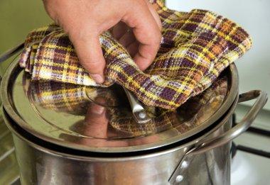 saucepan to boil