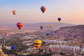 Photo Hot air balloon flying over Cappadocia Turkey