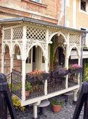 krásný vintage balkon starý dům v jedné ulice český krumlov. Česká republika