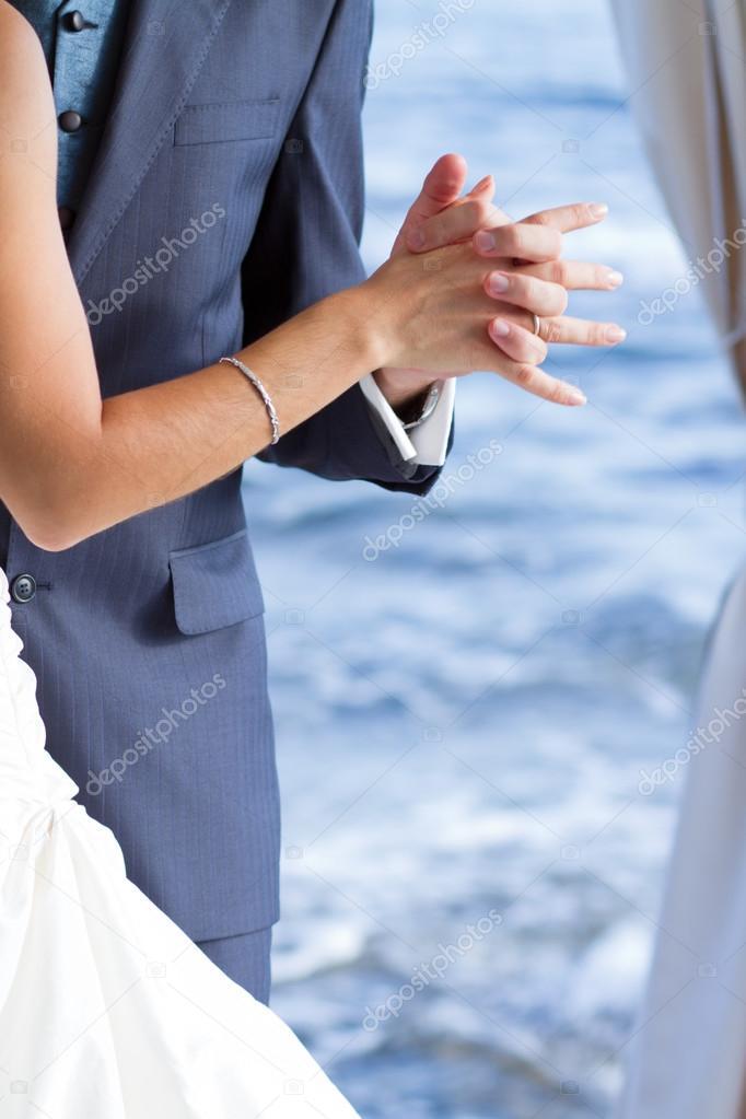 Couple dancing the wedding dance