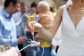 Fotografie Braut Holding Champagner Glas