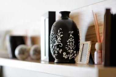 """Картина, постер, плакат, фотообои """"ваза крупным планом в украшенной гостиной """", артикул 13725612"""