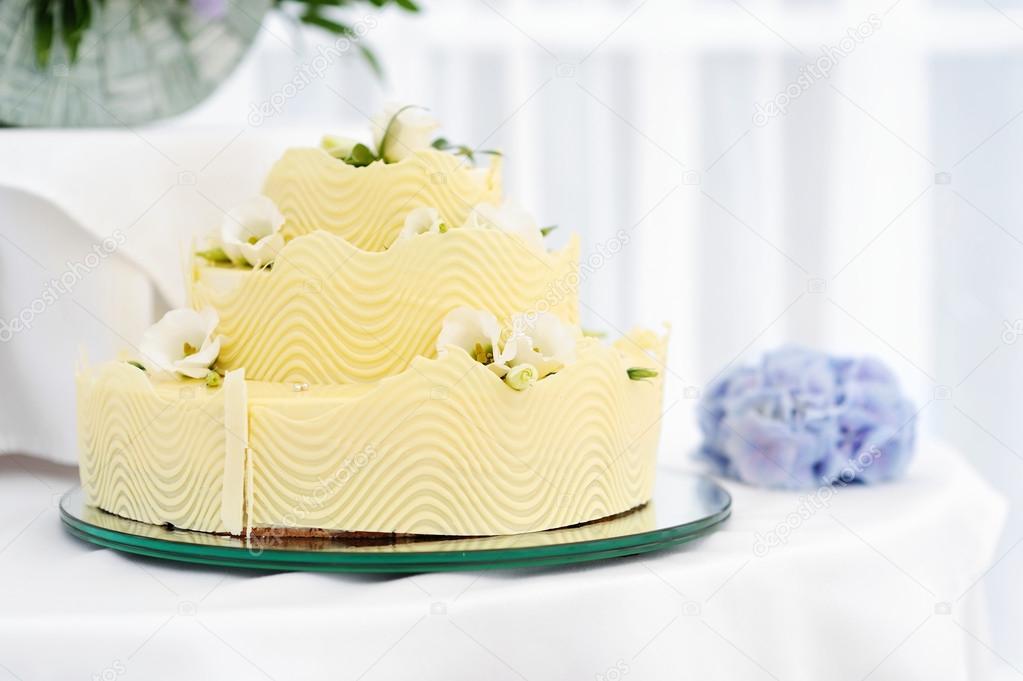 Fancy Gelb Hochzeitstorte Stockfoto C Maximkabb 13727851