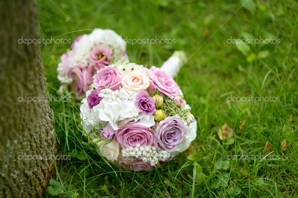 Wedding bunch of pink roses