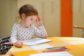 roztomilá holčička je kresba s tužky