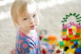 roztomilá dívka portrét doma