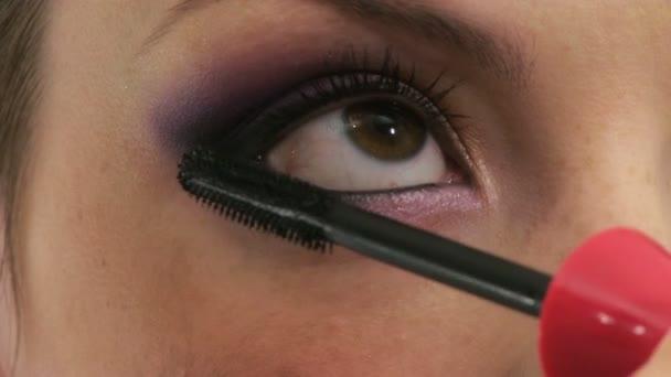 žena s make up v salonu krásy