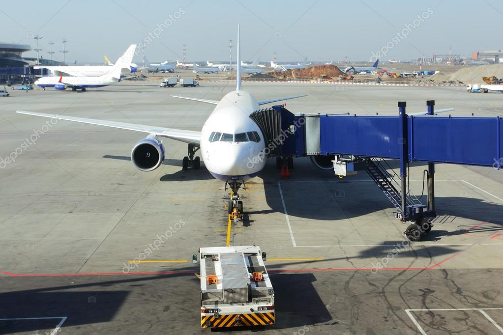 Boarding on aircraft in a airport