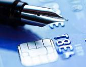 kreditní karta a pero