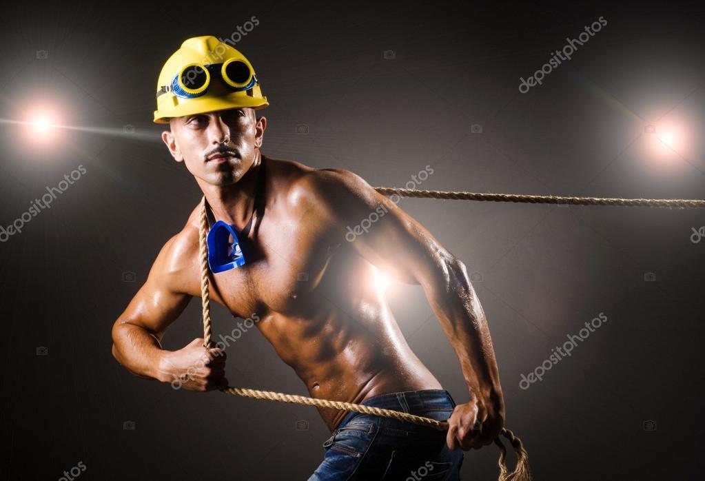 nackt-Generator, Seil ziehen, in der Dunkelheit — Stockfoto © Elnur_ ...
