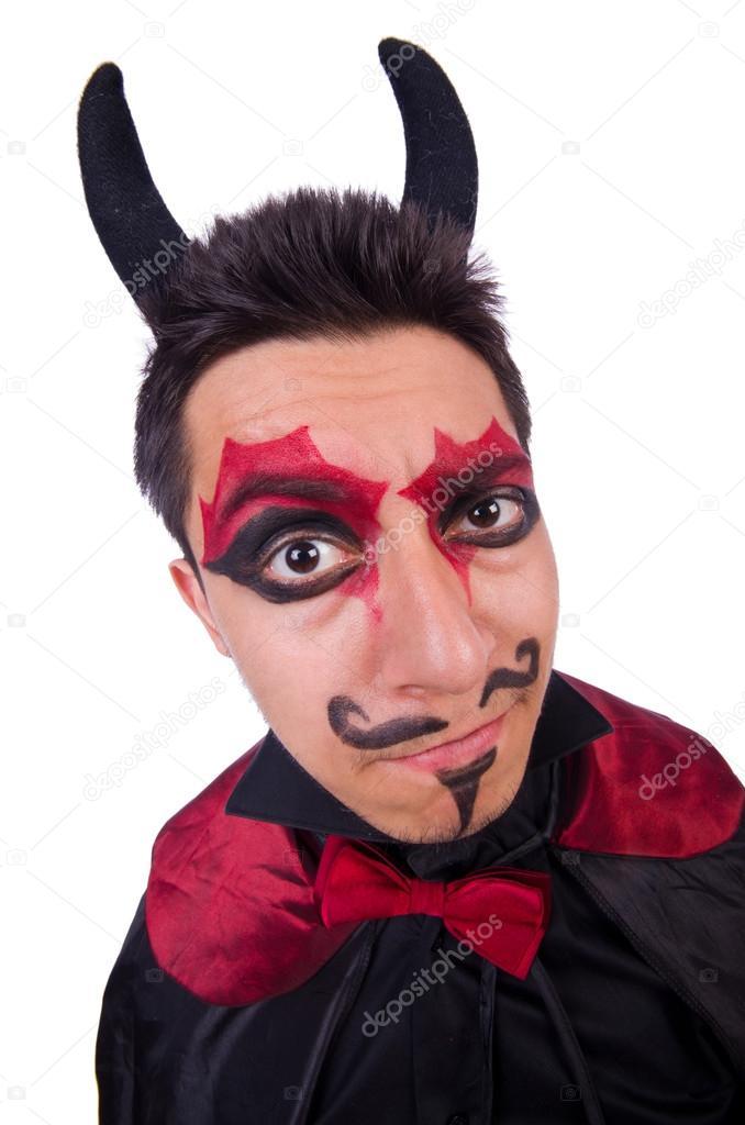 Hombre en traje del diablo en concepto de halloween for Cara pintada diablo